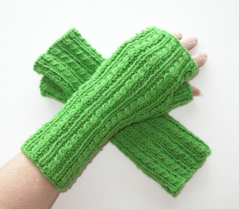 Green Knit Fingerless Gloves / Knit Green Cable Gloves / image 0