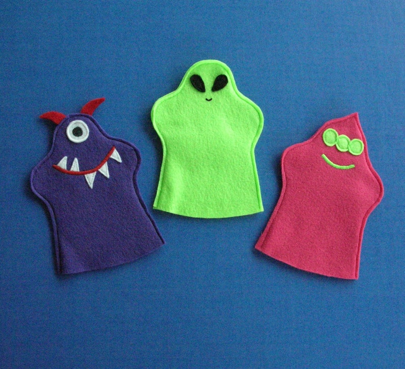 Friendly Alien Puppets / Set of 3 / Party Favors / Hand image 0
