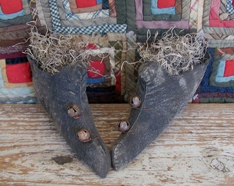 Primitive Witch Shoes, Rustic Fall Halloween Decor, Spooky Small Witchy Shoes, Farmhouse Style Autumn Centerpiece - READY TO SHIP