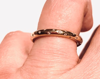 Simple Ring with a scattering of 25 Diamonds