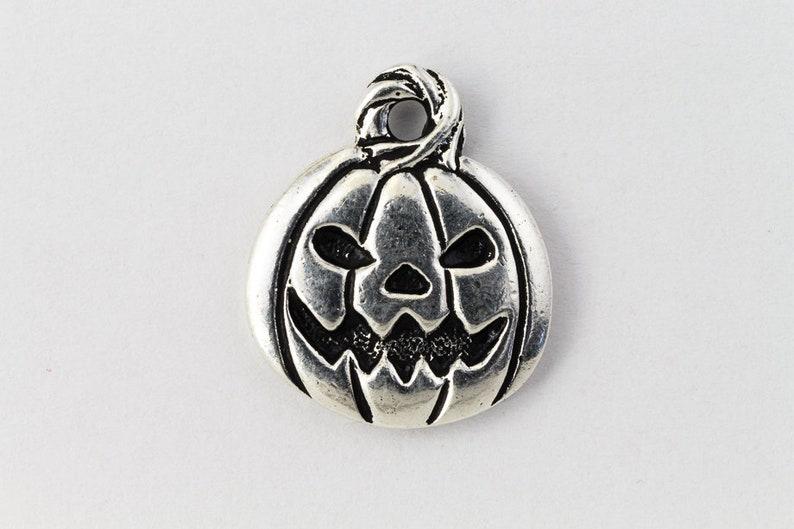 #HALLOW008 8 Pcs Antique Silver Tierracast Pewter Halloween Charm Mix