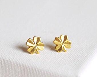 SALE . four leaf clover stud earrings  clover earrings . simple clover studs . lucky clover earrings . four leaf clover jewelry