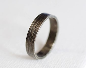 water ring . textured woodgrain ring . minimal textured ring . oxidized sterling silver ring . sterling silver band . simple linear texture