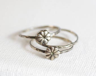 florets stack of 3 hammered sterling rings . textured skinny ring . minimal silver flower ring . oxidized sterling silver ring . stacking