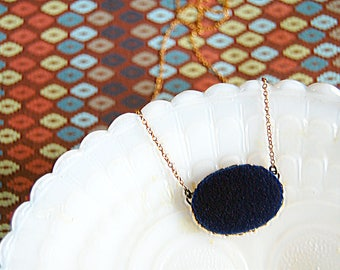 Blue velvet vintage necklace - brass chain- 90's style