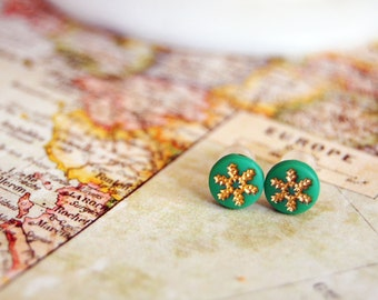 vintage snowflake post earrings- minty green- gold plated