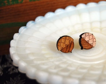 wooden acorn post earrings- laser etched design- modern woodland style