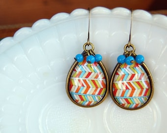 chevron pattern teardrop dangle earrings- vintage bead detail- aged brass