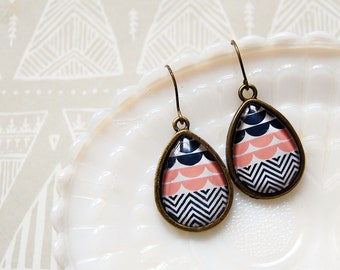 modern vintage teardrop patterned framed earrings- white pink and navy