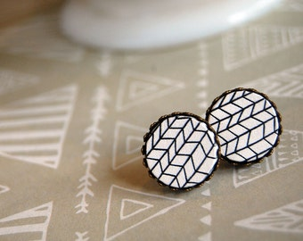 graphic thin zig zag style framed post earrings- wood cabochon- crown setting- black and white