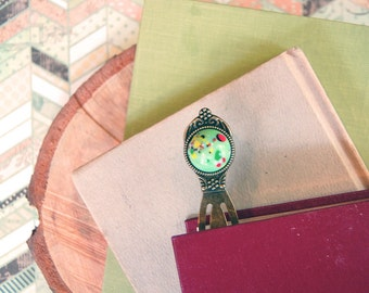 vintage jadeite speckled glass cabochon bookmark - antique brass- reader gift