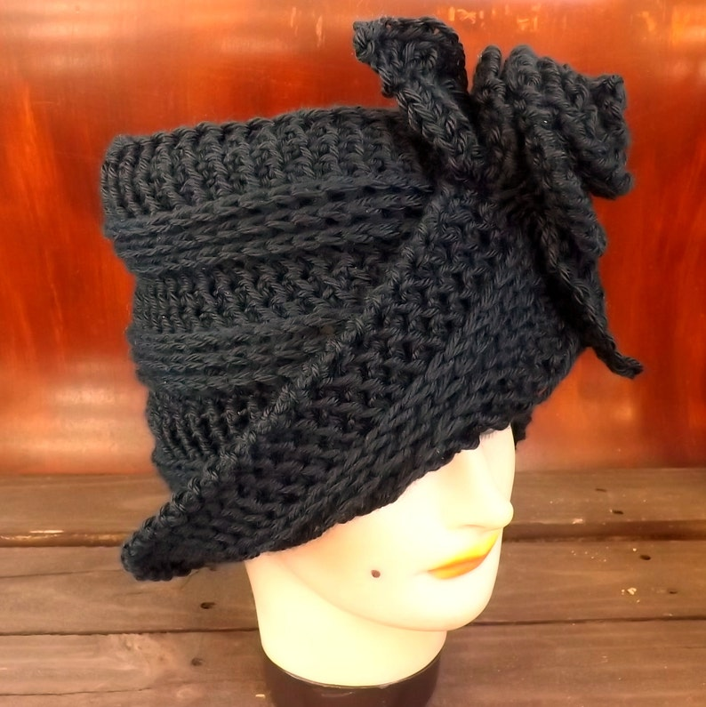 Ombretta Cloche Hat with Flower Crochet Pattern