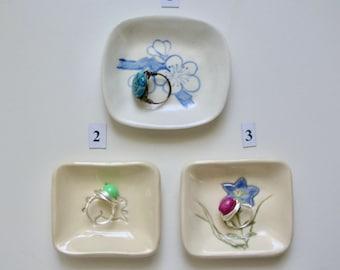 Mamezara, Minidish, Ring Dish, Handmade, Hand Painted, Your Choice of Ume, Bunny, Kikyo/Campanulaceae, Free Shipping