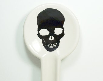 spoon rest in natural with a pitch black skull silhouette on it, made to order / pick your colour