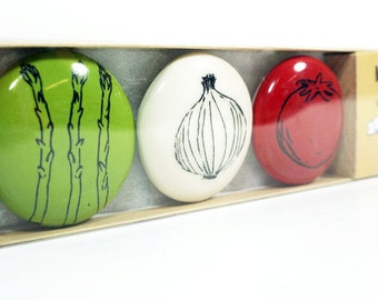 magnet set of veggies. (3pk)