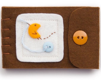 Brown Felt Needle Case For Sewing, Notions Case With Hand Sewn Bird, Felt Pin Cushion For Needle and Pin Storage