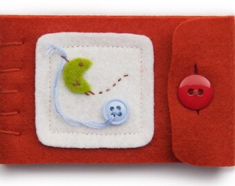 Small Travel Sewing Kit, Red Wool Needle Case, Storage For Thread Pins and Needles, Sewing Gift