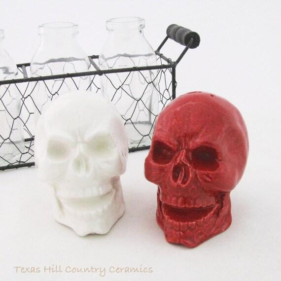 Ceramic Skull Salt and Pepper Shakers in Bright Red and White, Skull Table Salt and Pepper Shaker Set, Skull Kitchen Ware, Skull Shaker Set
