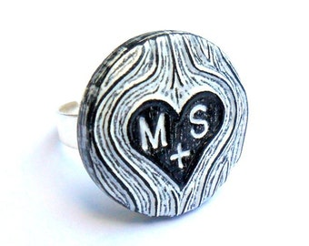 Black and White Personalized Ring, Woodgrain Ring, Custom Carved initials Ring, Couples Initial Ring, Faux Bois Ring, Wood Anniversary Gift