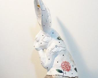 Sculpture d'Art lapin. Figurine de Collage original. Sculpture de lapin, Art altéré, Collage de l'objet trouvé, OOAK
