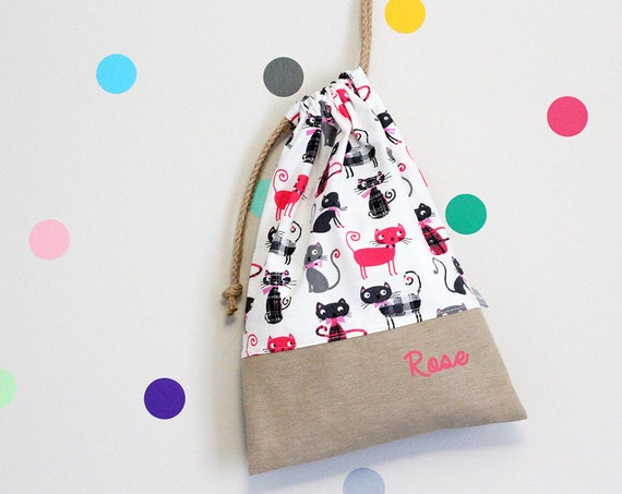 Customizable drawstring pouch - kindergarten - cats - pink - gray - white - school - personalised - cuddly toy - slippers - toys