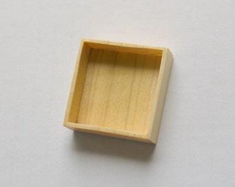Miniature shadow box deep bezel - Maple - Square - 35 mm side - (F5d-Mp)