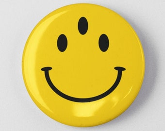 """Three Eyed Smiley Face Funny Button 1.25"""" or 2.25"""" Pinback Pin Button Badge 3 Eyed Eyes Mutant Evolution Happy Face"""