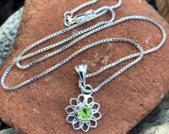 Flower Peridot Necklace in Sterling Silver, Simple Necklaces, Gifts For Her, Birthday Gifts, Girls Necklace, Dainty Jewelry