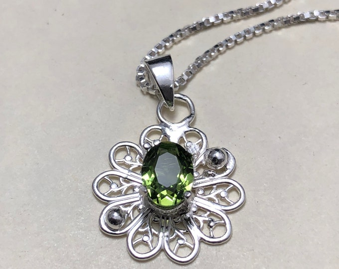 Celtic Peridot Necklace in Sterling Silver, Gifts For Her, Snowflake Necklace, Eternal Birthstone Jewelry