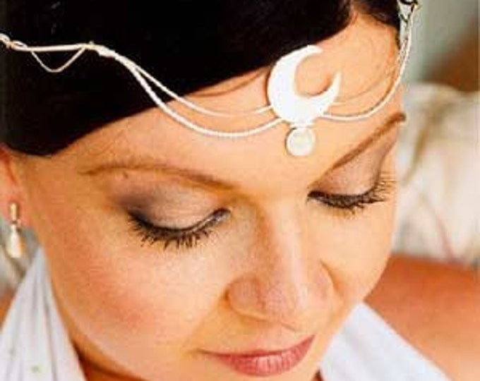 Goddess Crescent Moonstone Tiara in Sterling Silver, Renaissance Moon Circlet, Sterling Silver Bridal Circlet with Gemstone
