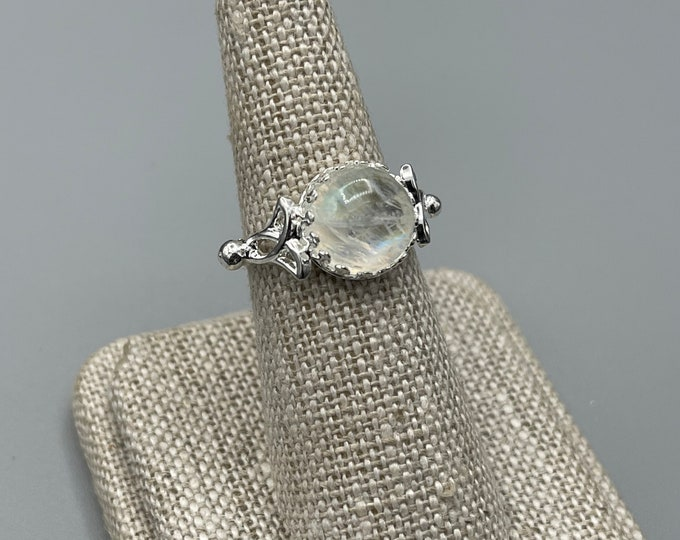 Celtic Moonstone Ring in Sterling Silver, Irish Amethyst Ring, Simple Celtic Ring with 10mm Cabochon, Gifts For Her