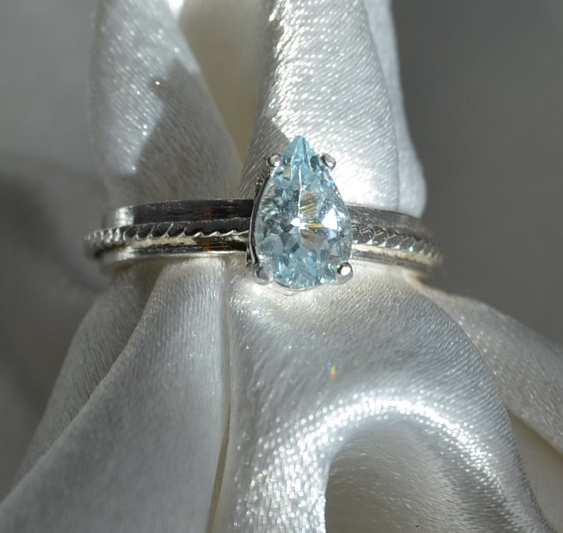 Kiss Me   Aquamarine gemstone ring image 0