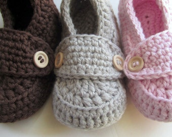 Crochet Baby Booties, Crib Shoes, Baby Slippers // Many sizes and colors to choose from // Pregnancy Reveal, Gender Reveal, Baby Shower gift