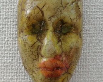 Tribal cracked face component