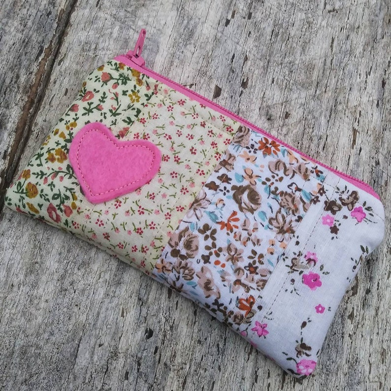 Mini patchwork change purse. Appliqué felt heart details. image 0