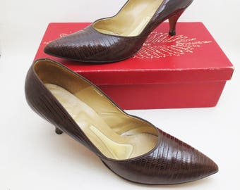0bce14bcdbbd Vintage Lizard Heels 60s Shoes with Box Size 9 AA Featherlite Womens Pumps  Ladies 1963 Pointy Toe Women s