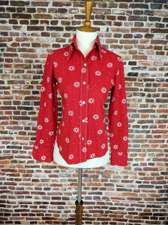 Vintage 70s 80s Chums camp shirt w patches beige red S