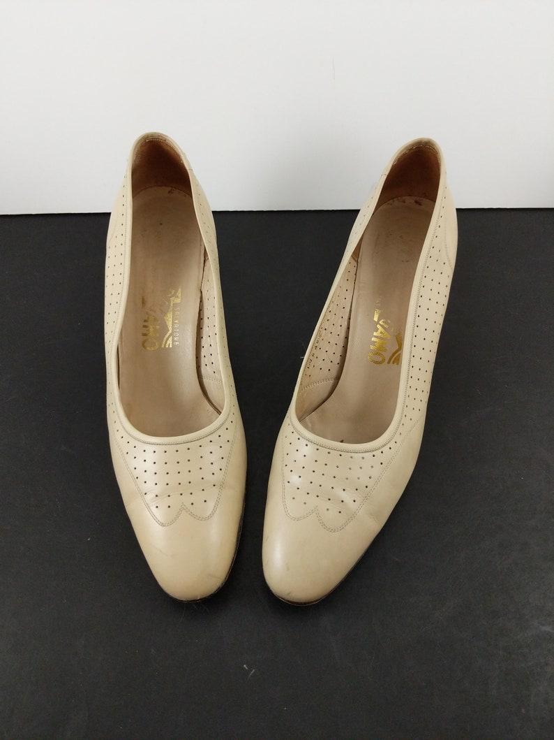Vintage Ferragamo Pumps Size 9 AA Beige Nude Womens Shoes