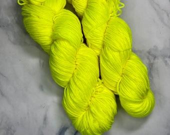 Hand Dyed Yarn |  Sock Yarn | Lemon | Superwash Yarn | Semisolid Yarn | Fingering weight yarn | Merino Wool Yarn | Nylon Yarn