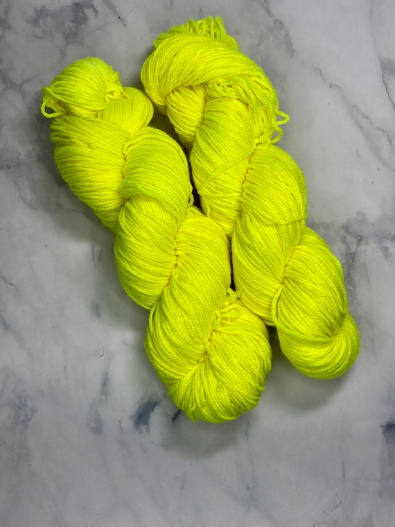 Hand Dyed Yarn |  Sock Yarn | Lemon | Superwash Yarn | Semisolid Yarn | Fingering weight yarn | Merino Wool Yarn | Nylon Yarn