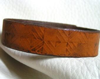 Fading diamonds leather cuff