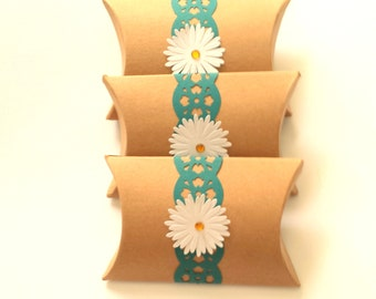 PILLOW BOXES / Small Kraft Boxes + Paper Lace Border and Daisy / Set of 3 with Labels