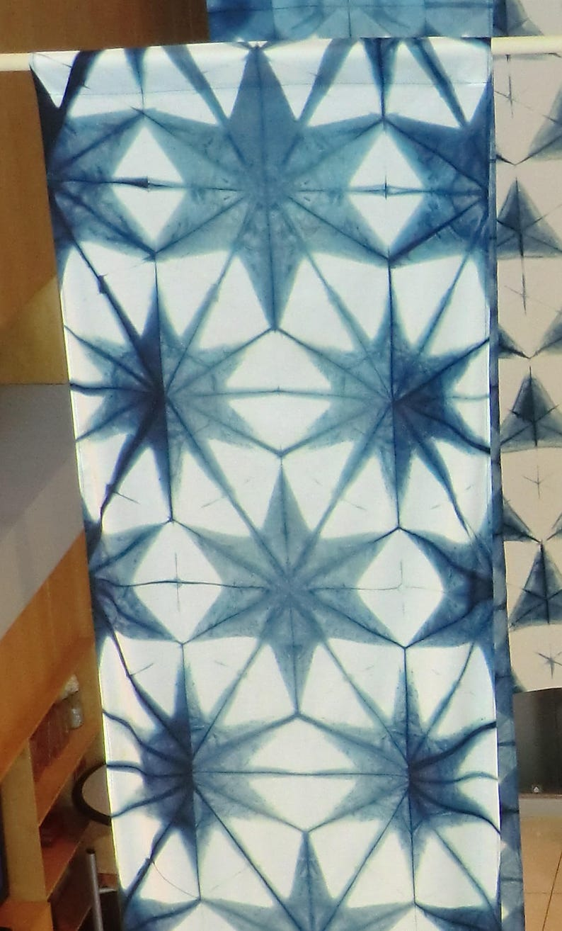 Bold Geometric flower in white and indigo image 0