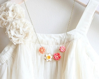 Flower Necklace, Flower Pendant, Daffodil Necklace, Unique Flower Necklace, Botanical Jewelry, Nature Inspired Necklace, Present for mom