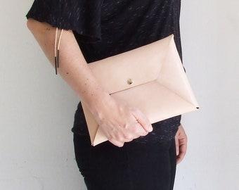 Bolso de mano en forma de sobre, Bolso de cuero, bolso de piel