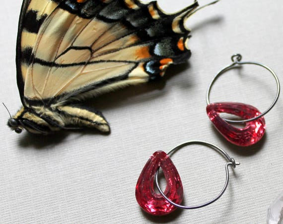 Aphrodite // rose pink crystal teardrop earrings - beautiful!
