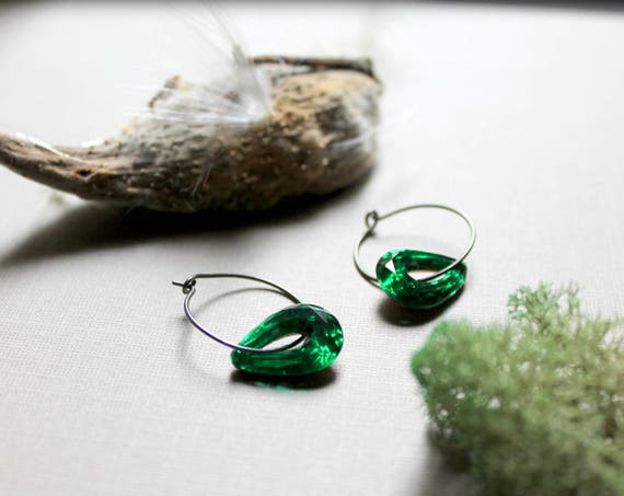 Forest // emerald green glass teardrop earrings - just stunning!