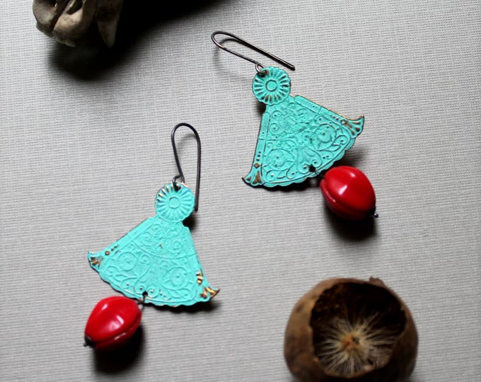 One Trick Pony // southwestern turquoise fan and red glass earrings