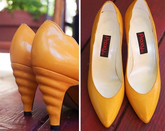 4a02762d85b Yellow OCHRE 1980 s 90 s Vintage Bright Yellow Leather High Heels Pumps w   Wavy Back Heels    by PROXY    size 5.5 M
