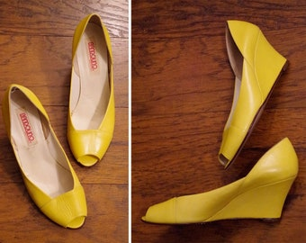 57a05189fc28 LEMON 1980 s Vintage Solid Yellow Leather Peeptoe Wedge High Heels    Made  in ITALY    size 7 M    by BANDOLINO